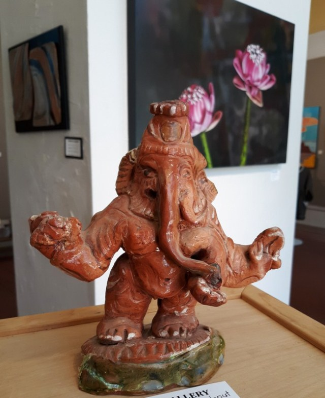 2_Ganesh_the_Hand-out_(c)_Betsy_Breault